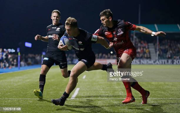 Alex Lewington of Saracens runs in to score his sides fourth try during the Champions Cup match between Saracens and Lyon Olympique Universitaire at...