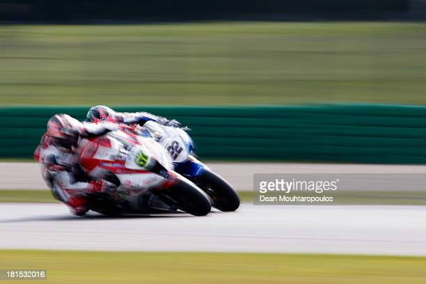 Alex Lowes on the Samsung Honda and Shane Byrne on the Rapid Solicitors Kawasaki battle for position in the MCE British Superbike Championship Race 1...