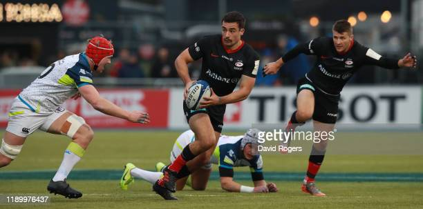 Alex Lozowski of Saracens breaks with the ball during the Heineken Champions Cup Round 2 match between Saracens and Ospreys at Allianz Park on...