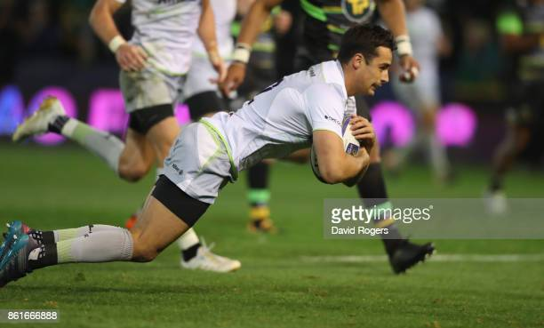 Alex Lozowski of Saracens scores a try during the European Rugby Champions Cup match between Northampton Saints and Saracens at Franklin's Gardens on...