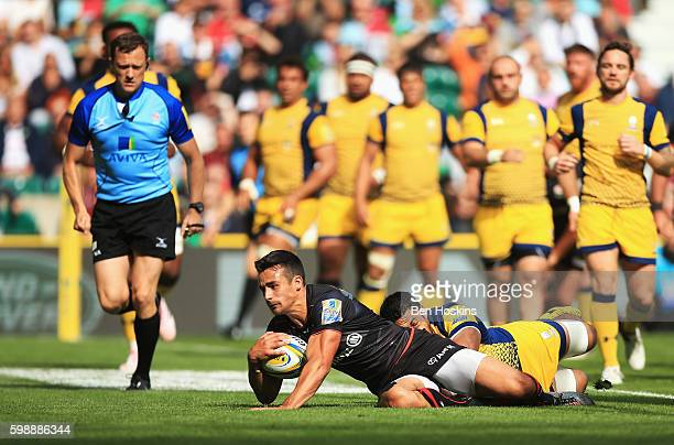 Alex Lozowski of Saracens scores his team's second try during the Aviva Premiership match between Saracens and Worcester Warriors at Twickenham...
