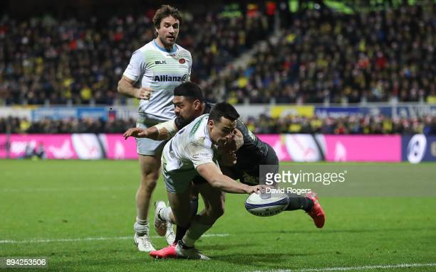 Alex Lozowski of Saracens scores his team's second try of the game during the European Rugby Champions Cup match between ASM Clermont Auvergne and...