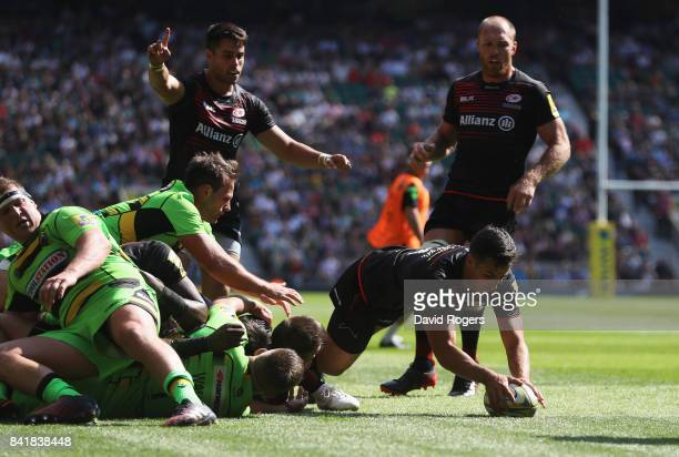 Alex Lozowski of Saracens scores their fourth try during the Aviva Premiership match between Saracens and Northampton Saints at Twickenham Stadium on...