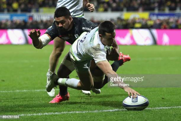 Alex Lozowski of Saracens stretches to score their second try during the European Rugby Champions Cup match between ASM Clermont Auvergne and...