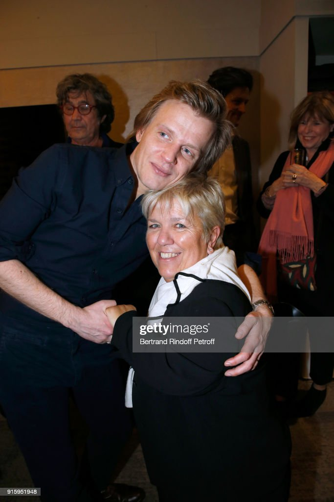 Alex Lutz and Mimie Mathy pose after the Alex Lutz One Man Show At L'Olympia on February 8, 2018 in Paris, France.