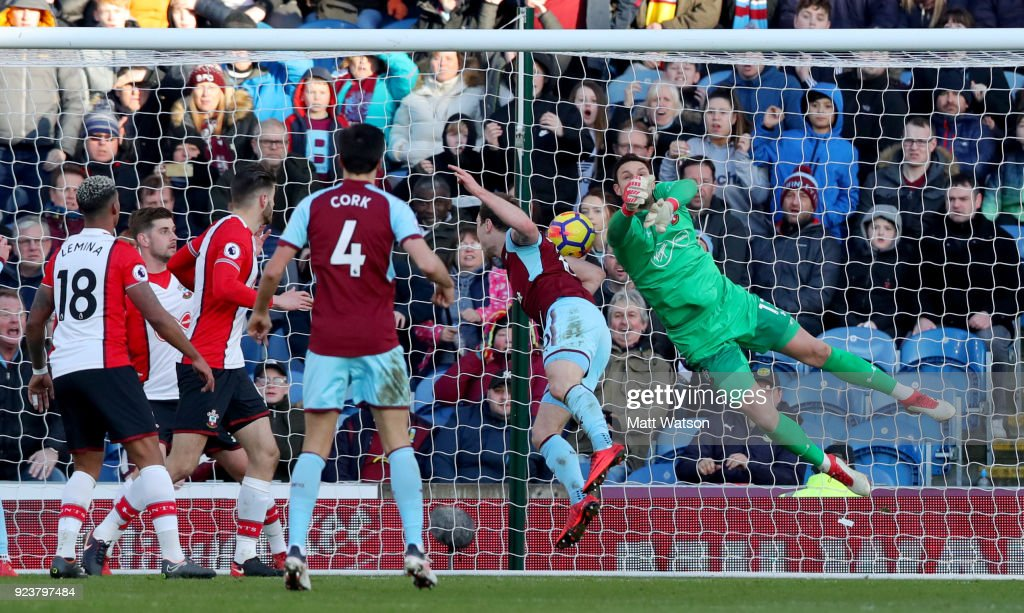 Alex McCarthy(R) of Southampton is beaten to the ball by Ashley Barnes of Burnley who scores during the Premier League match between Burnley and Southampton at Turf Moor on February 24, 2018 in Burnley, England.