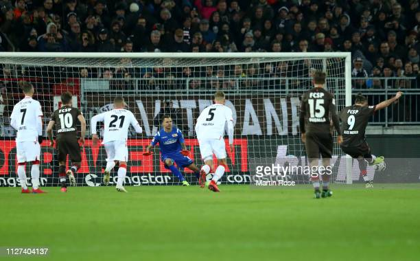 Alex Meier of FC St. Pauli scores from the penalty spot to win the the Second Bundesliga match between FC St. Pauli and 1. FC Union Berlin at...
