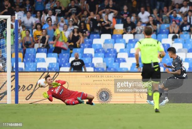 Alex Meret of SSC Napoli saves the shot of Emiliano Rigoni of UC Sampdoria during the Serie A match between SSC Napoli and UC Sampdoria at Stadio San...