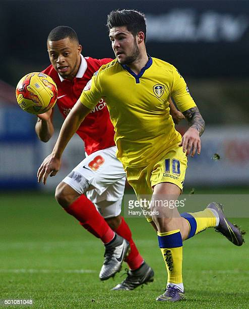 Alex Mowatt of Leeds beats Jordan Cousins of Charlton to the ball during the Sky Bet Championship match between Charlton Athletic and Leeds United at...