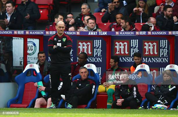 Alex Neil Manager of Norwich City looks on during the Barclays Premier League match between Crystal Palace and Norwich City at Selhurst Park on April...