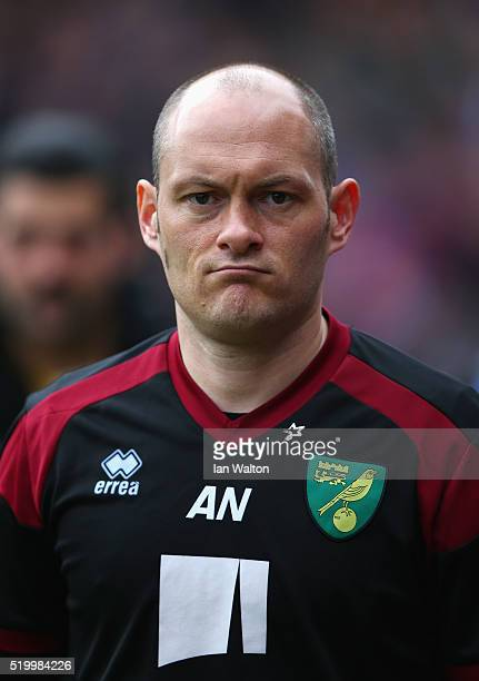 Alex Neil Manager of Norwich City looks on prior to the Barclays Premier League match between Crystal Palace and Norwich City at Selhurst Park on...