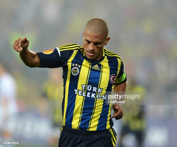 Alex of Fenerbahce SK in action during the UEFA Europa League group stage match between Fenerbahce SK and Olympique de Marseille on September 20....