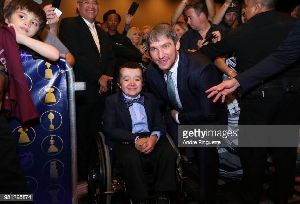 Alex Ovechkin of the Washington Capitals poses with a fan at the 2018 NHL Awards presented by Hulu at the Hard Rock Hotel Casino on June 20 2018 in...