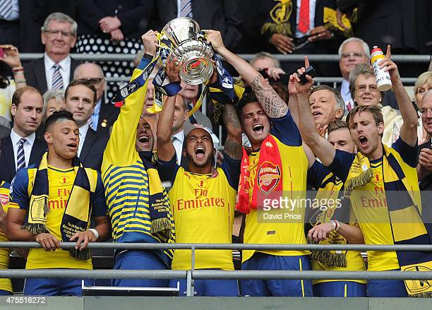 Alex OxladeChamberlain David Ospina Theo Walcott Olivier Giroud Nacho Monreal with the FA Cup Trophy after the match between Arsenal and Aston Villa...