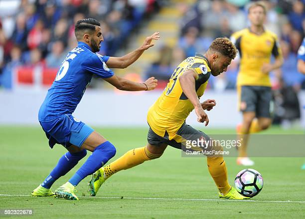 Alex OxladeChamberlain of Arsenal breaks past Riyad Mahrez of Leicester during the Premier League match between Leicester City and Arsenal at The...