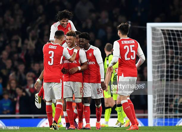 Alex OxladeChamberlain of Arsenal celebrates scoring his sides second goal with his Arsenal team mates during the EFL Cup fourth round match between...