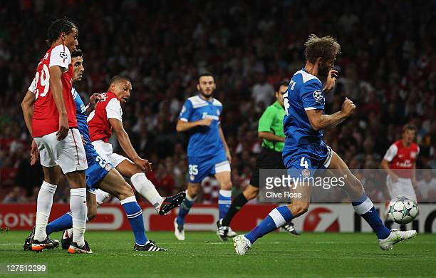 Alex Oxlade-Chamberlain of Arsenal scores their first goal during the UEFA Champions League Group F match between Arsenal and Olympiacos at the...