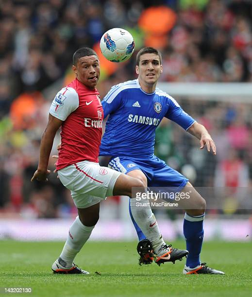 Alex OxladeChamberlain of Arsenal takes on Oriol Romeu of Chelsea during the Barclays Premier League match between Arsenal and Chelsea at Emirates...