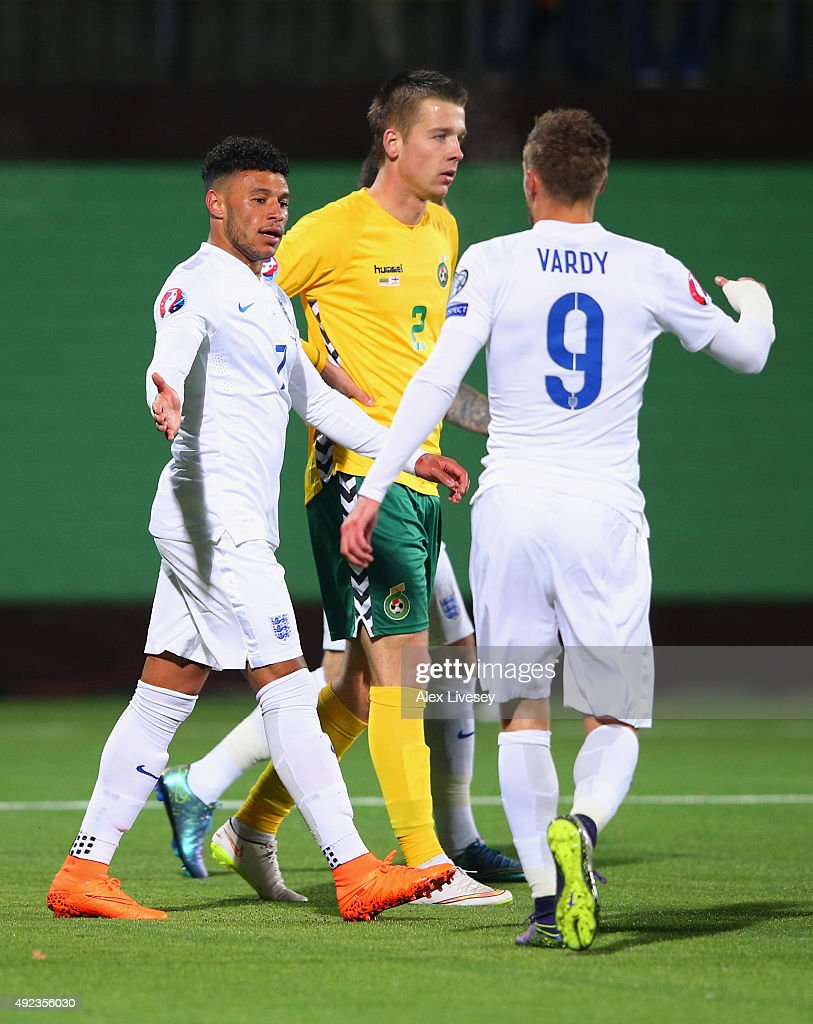 Alex Oxlade-Chamberlain of England (L) celebrates with Jamie Vardy (9) as he scores their third goal during the UEFA EURO 2016 qualifying Group E match between Lithuania and England at LFF Stadionas on October 12, 2015 in Kaunas, Lithuania.
