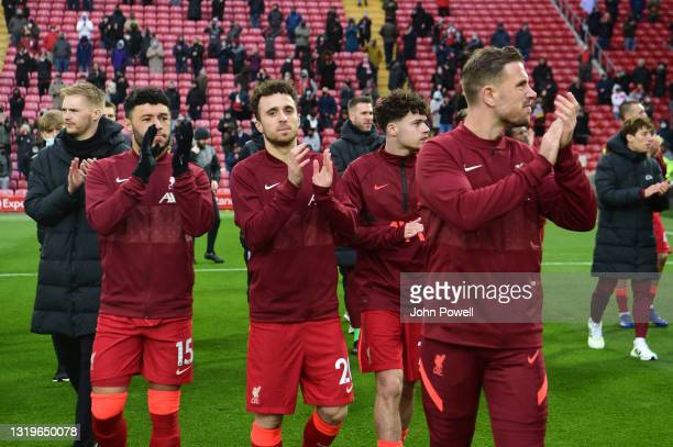 Alex Oxlade-Chamberlain of Liverpool Diogo Jota of Liverpool Neco Williams of Liverpool Jordan Henderson captain of Liverpool during the Premier...