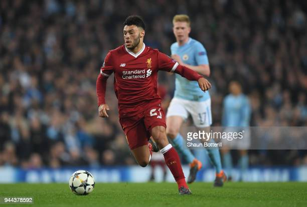 Alex OxladeChamberlain of Liverpool runs with the ball during the UEFA Champions League Quarter Final Second Leg match between Manchester City and...