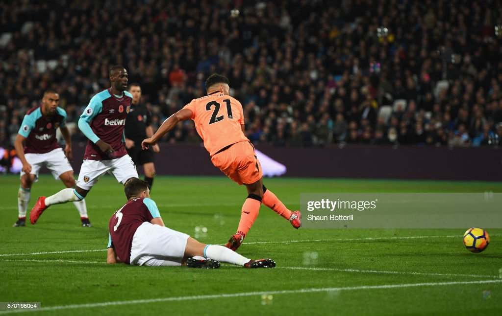 Alex Oxlade-Chamberlain of Liverpool scores his sides third goal during the Premier League match between West Ham United and Liverpool at London Stadium on November 4, 2017 in London, England.
