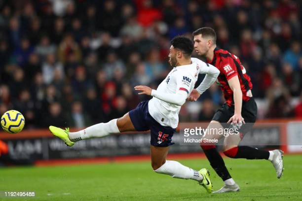 Alex OxladeChamberlain of Liverpool scores his team's first goal during the Premier League match between AFC Bournemouth and Liverpool FC at Vitality...