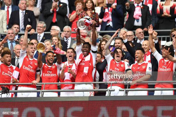 Alex OxladeChamberlain Rob Holding Theo Walcott Granit Xhaka Danny Welbeck Hector Bellerin Francis Coquelin and Mohamed Elneny of Arsenal celebrate...