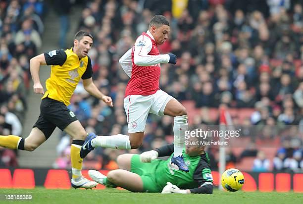 Alex OxladeChamberlain rounds Blackburn goalkeeper Paul Robinson to score the 3rd Arsenal goal during the Barclays Premier League match between...