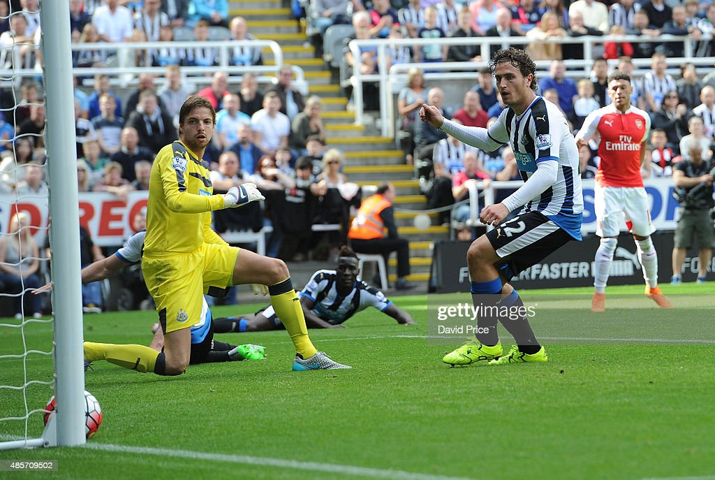 Alex Oxlade-Chamberlain scores Arsenal's goal as Tim Krul and Daryl Janmaat of Newcastle look on during the Barclays Premier League match between Newcastle United and Arsenal on August 29, 2015 in Newcastle upon Tyne, United Kingdom.
