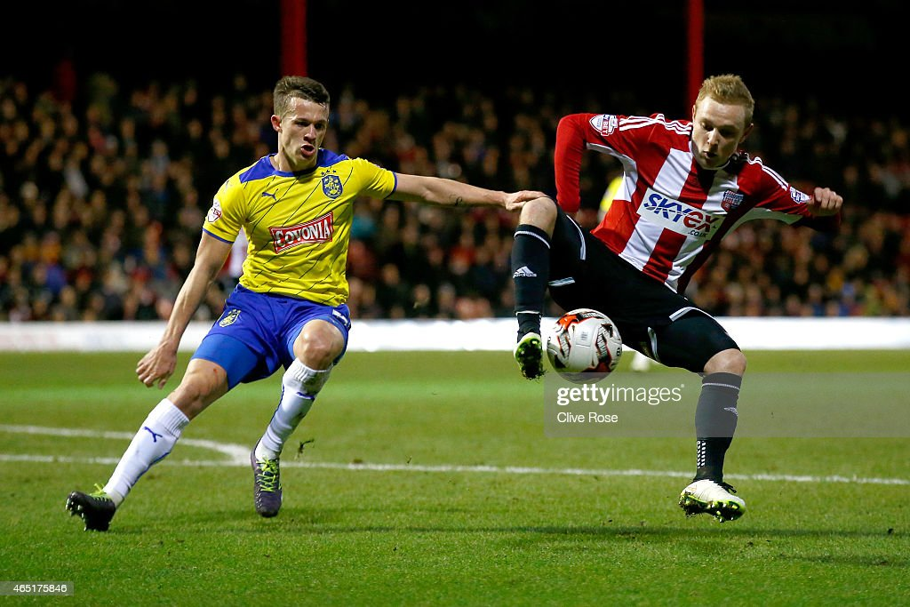 Alex Pritchard of Brentfor controls the ball during the Sky Bet Championship match between Brentford and Huddersfield Town at Griffin Park on March 3, 2015 in Brentford, England.