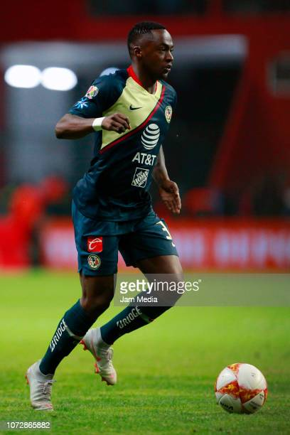 Alex Renato Ibarra of America drives the ball during the 17th round match between America and Veracruz as part of the Torneo Apertura 2018 Liga MX at...