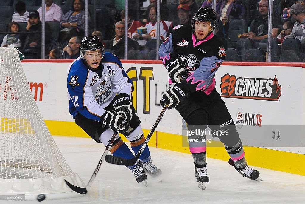 Kootenay Ice v Calgary Hitmen : News Photo