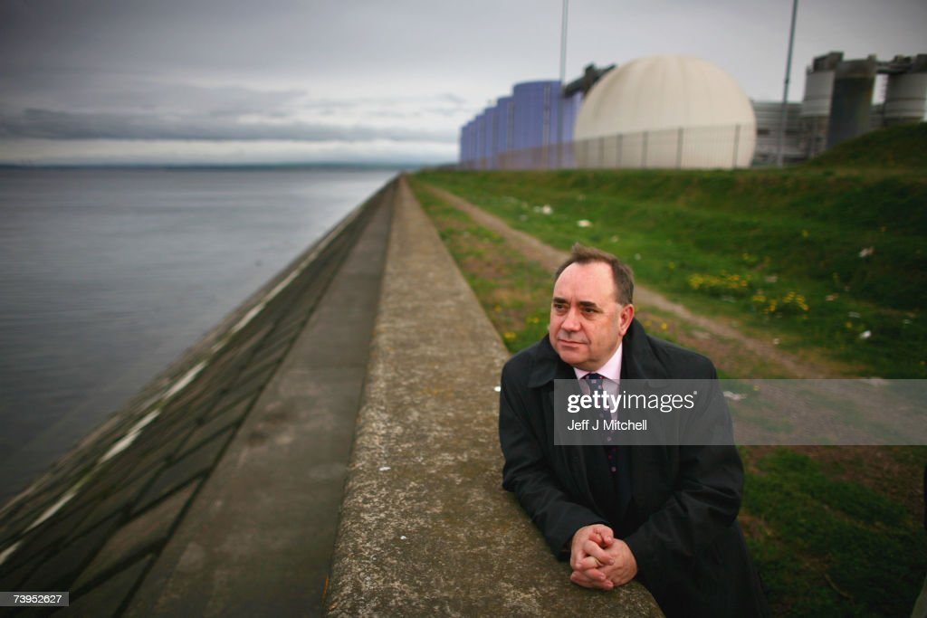 Sewage Spill Clean-up Begins In the Firth Of Forth : News Photo