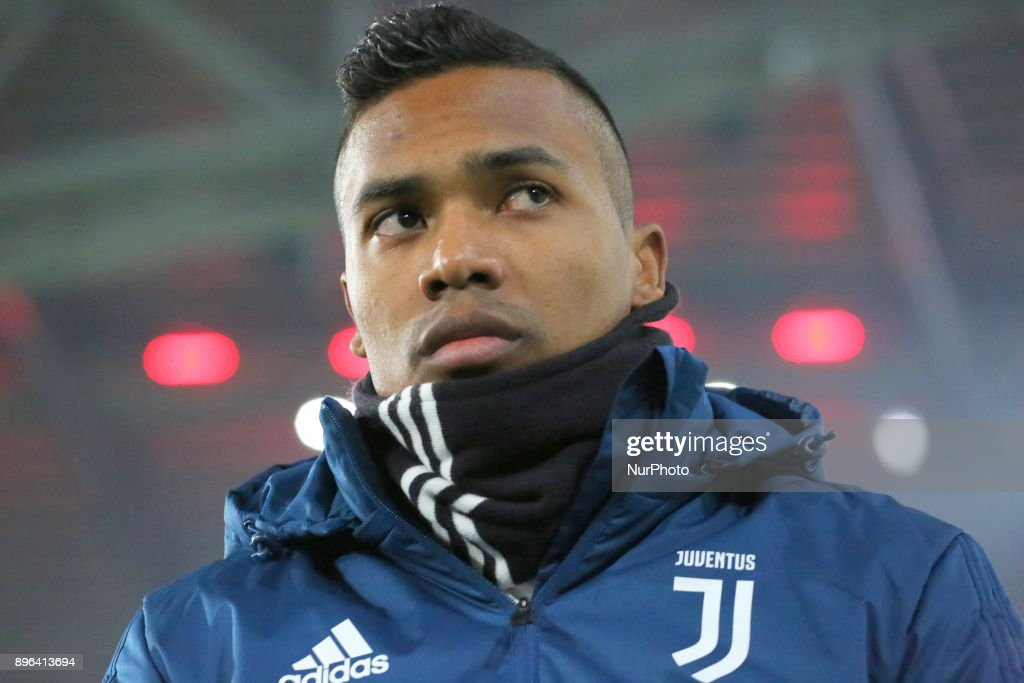 Alex Sandro (Juventus FC) before the Italian Cup football match between Juventus FC and Geona CFC at Allianz Stadium on 20 December, 2017 in Turin, Italy. Juventus won 2-0 over Genoa.
