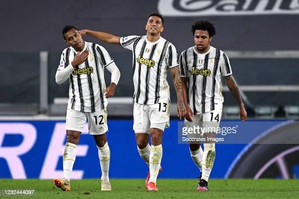 Alex Sandro of Juventus celebrates 1-1 with Danilo Luis Da Silva of Juventus, Weston McKennie of Juventus during the Italian Serie A match between...