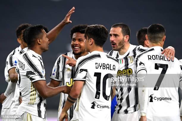 Alex Sandro of Juventus celebrates 2-1 with Juan Cuadrado of Juventus, Paulo Dybala of Juventus, Cristiano Ronaldo of Juventus, Weston McKennie of...