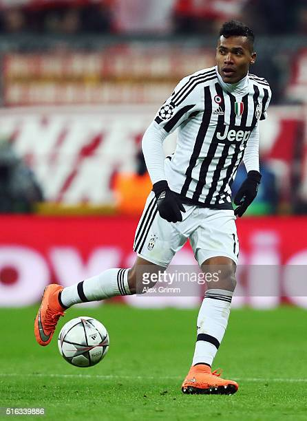 Alex Sandro of Juventus controles the ball during the UEFA Champions League Round of 16 Second Leg match between FC Bayern Muenchen and Juventus at...