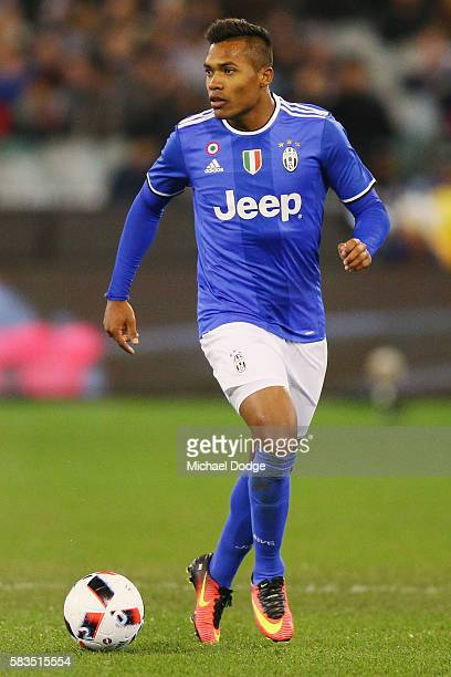 Alex Sandro of Juventus runs with the ball during the 2016 International Champions Cup match between Juventus FC and Tottenham Hotspur at Melbourne...