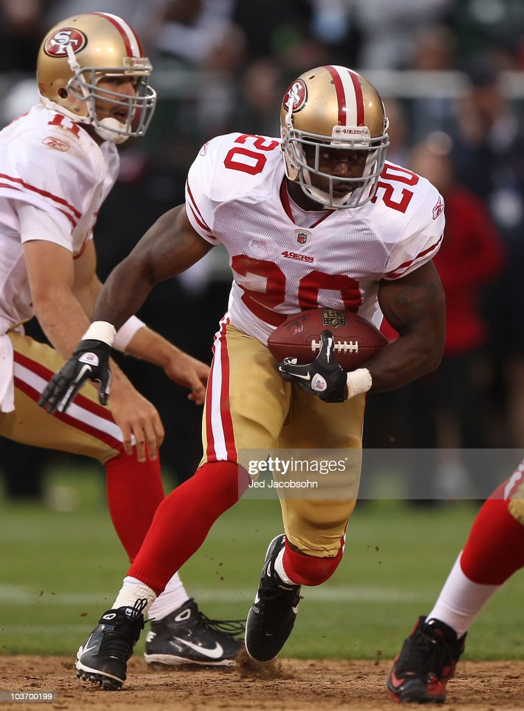 San Francisco 49ers v Oakland Raiders : News Photo