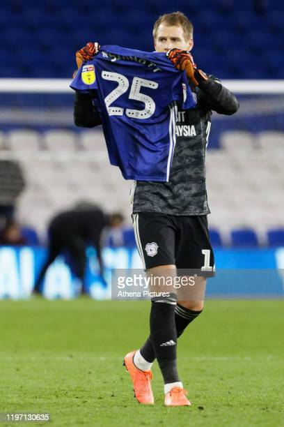 Alex Smithies of Cardiff City holds a no 25 shirt in tribute to Jordan Sinnott after the Sky Bet Championship match between Cardiff City and West...