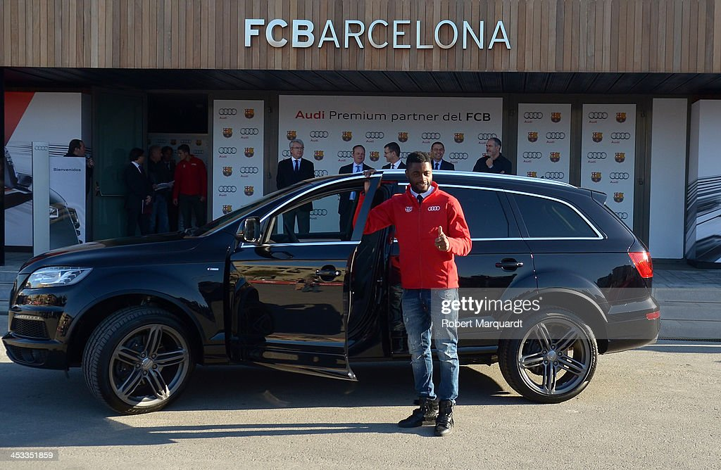 Barcelona Football Player Receive New Audi Cars In Barcelona - Audi car song