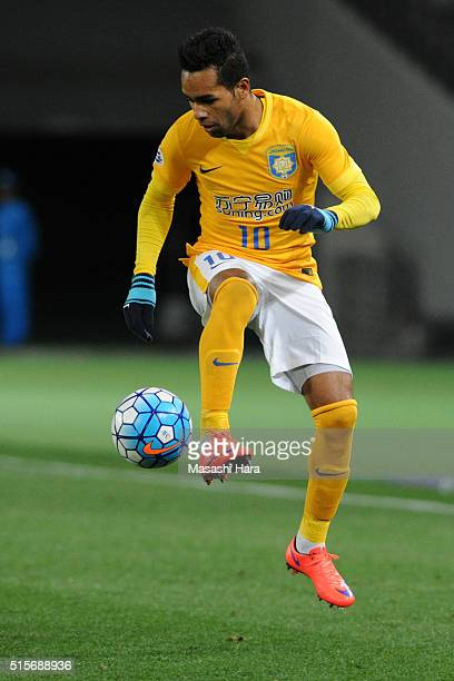 Alex Teixeira of Jiangsu Suning FC in action during the AFC Champions League Group E match between FC Tokyo and Jiangsu Suning FC at Tokyo Stadium on...
