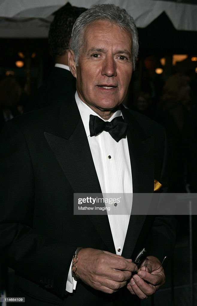 32nd Annual Daytime Emmy Awards - Arrivals : News Photo