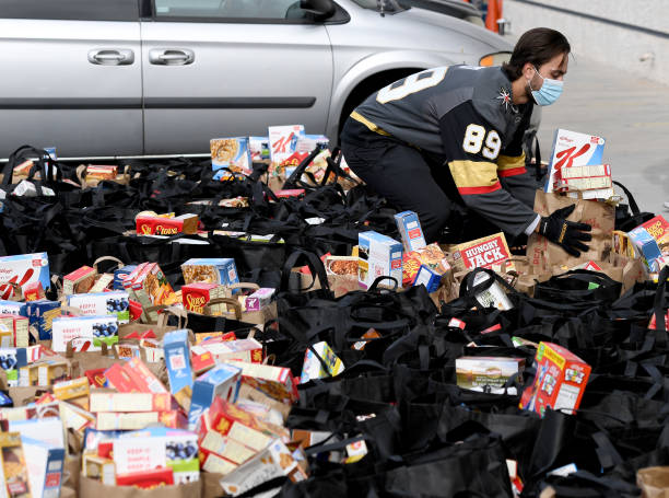 NV: Vegas Golden Knights Distribute Thanksgiving Meals