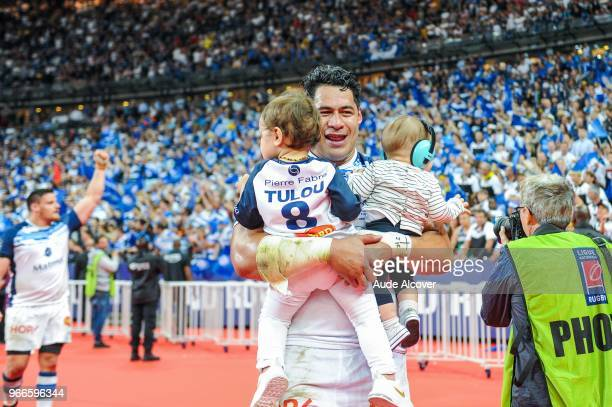 Alex Tulou of Castres celebrates victory with his kids during the French Final Top 14 match between Montpellier and Castres at Stade de France on...