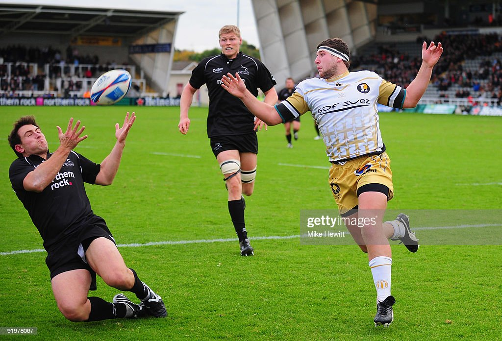 Alex Walker of Newcastle takes a cross field kick to score a try as Clement Maynadier of Aldi looks on during the Amlin Challenge Cup match between Newcastle Falcons and Albi at Kingston Park on October 18, 2009 in Newcastle upon Tyne, England.