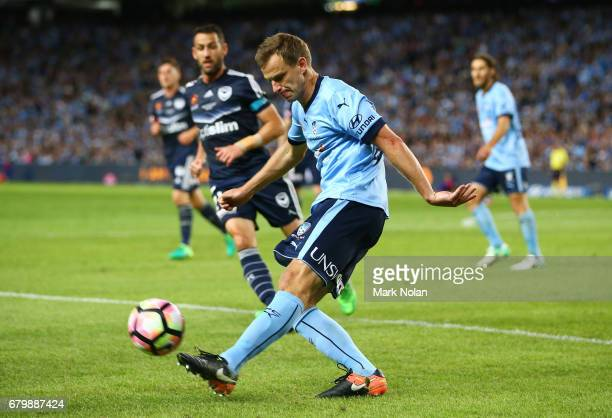 Alex Wilkinson of Sydney FC in action during the 2017 ALeague Grand Final match between Sydney FC and the Melbourne Victory at Allianz Stadium on May...