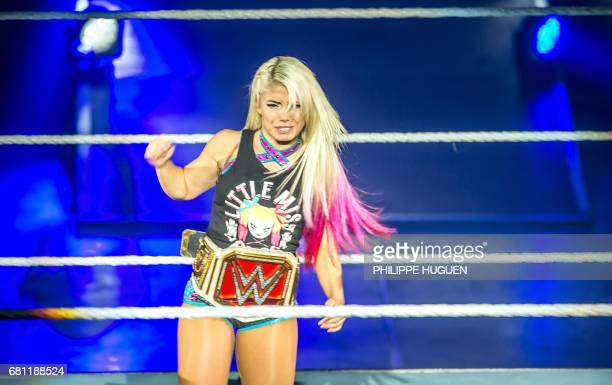 Alexa Bliss gestures in the ring during the WWE show at Zenith Arena on may 09 2017 in Lille France / AFP PHOTO / PHILIPPE HUGUEN