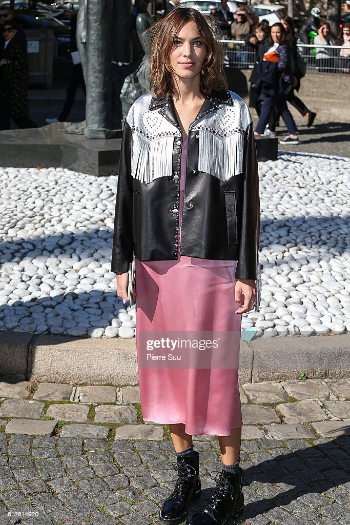 Miu Miu : Outside Arrivals - Paris Fashion Week Womenswear Spring/Summer 2017